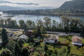 Photo 2: 2545 COLEVIEW ROAD in Castlegar: House for sale : MLS®# 2461138