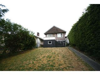 Photo 5: 35 ELLESMERE Avenue in Burnaby: Capitol Hill BN House for sale (Burnaby North)  : MLS®# V1133458