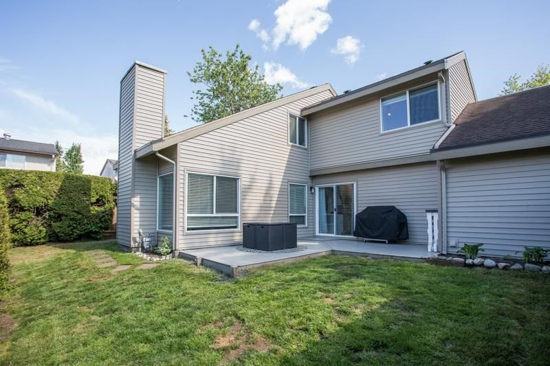 """Main Photo: 6018 E GREENSIDE Drive in Surrey: Cloverdale BC Townhouse for sale in """"Greenside estates"""" (Cloverdale)  : MLS®# R2583256"""