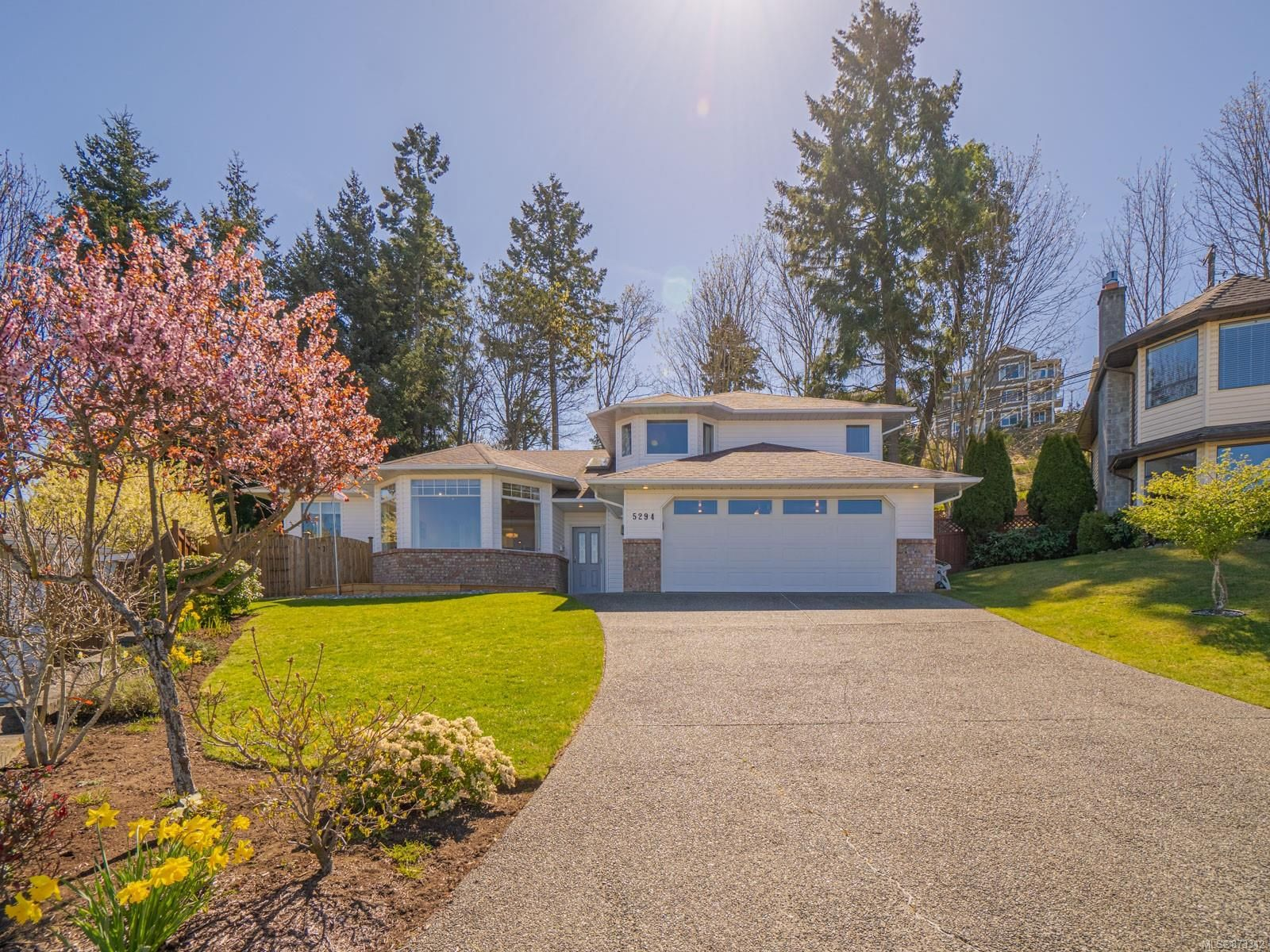 Main Photo: 5294 Catalina Dr in : Na North Nanaimo House for sale (Nanaimo)  : MLS®# 873342