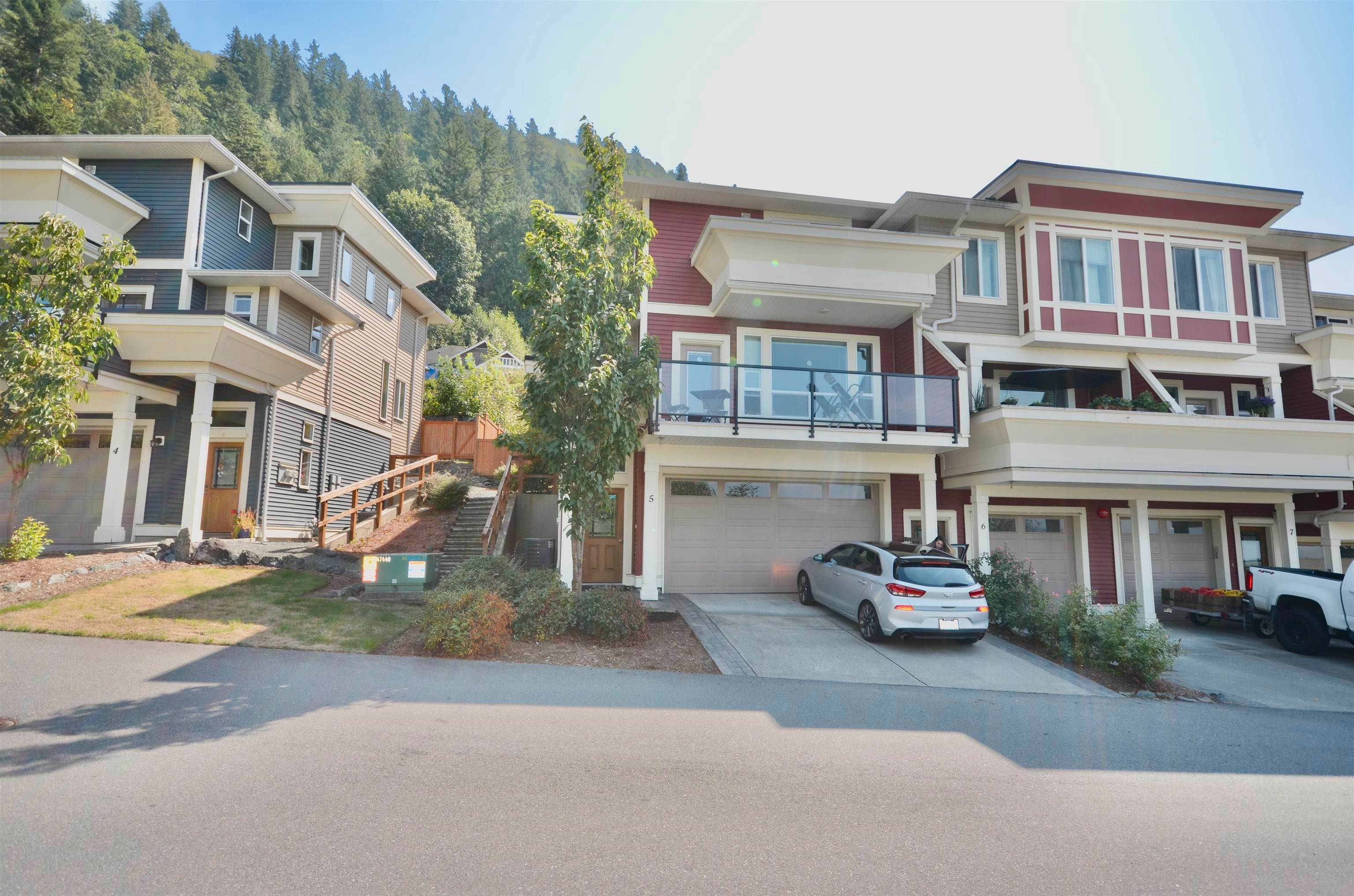 Main Photo: 5 47315 SYLVAN Drive in Chilliwack: Promontory Townhouse for sale (Sardis)  : MLS®# R2612182