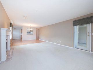 "Photo 5: 220 13880 70 Avenue in Surrey: East Newton Condo for sale in ""Chelsea Gardens"" : MLS®# R2288215"