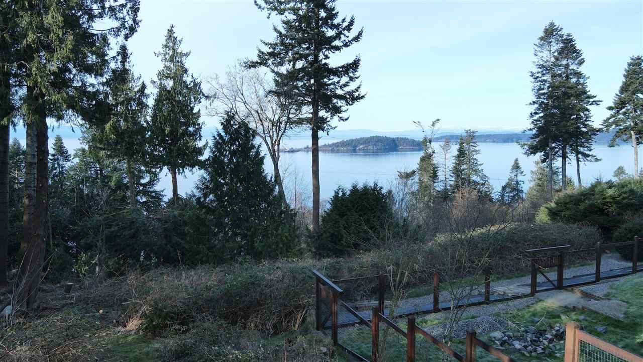 """Main Photo: 8089 REDROOFFS Road in Halfmoon Bay: Halfmn Bay Secret Cv Redroofs House for sale in """"WELCOME WOODS"""" (Sunshine Coast)  : MLS®# R2563771"""