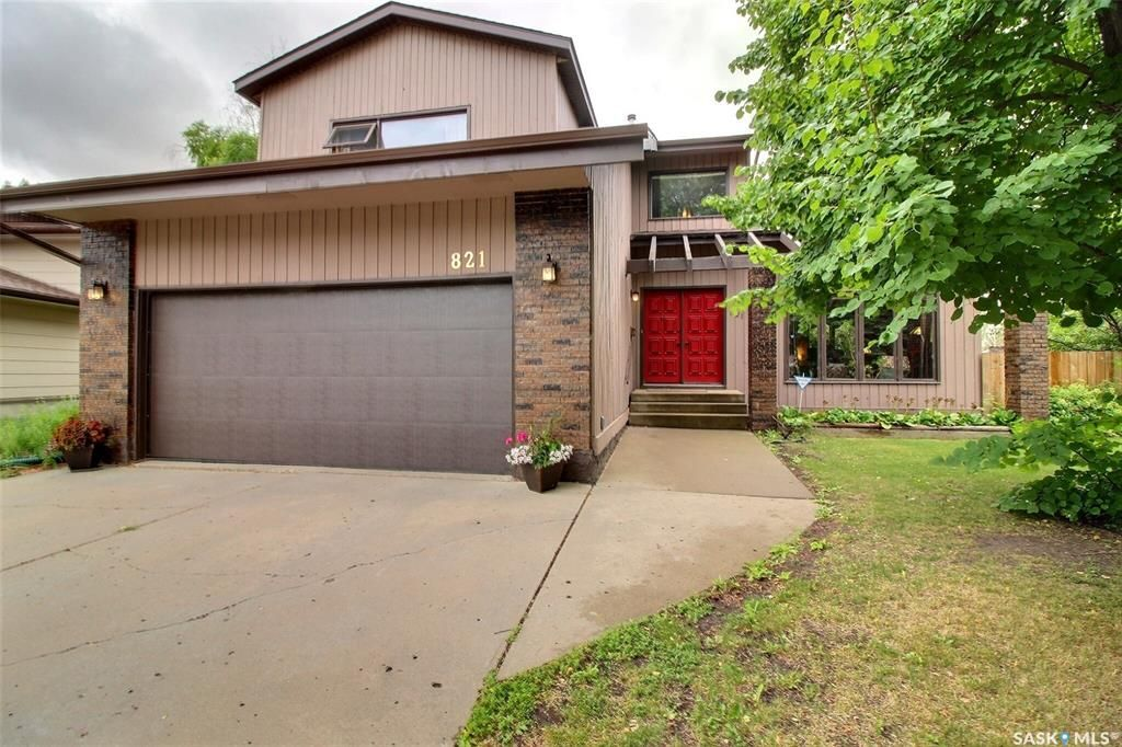 Main Photo: 821 Chester Place in Prince Albert: Carlton Park Residential for sale : MLS®# SK862877