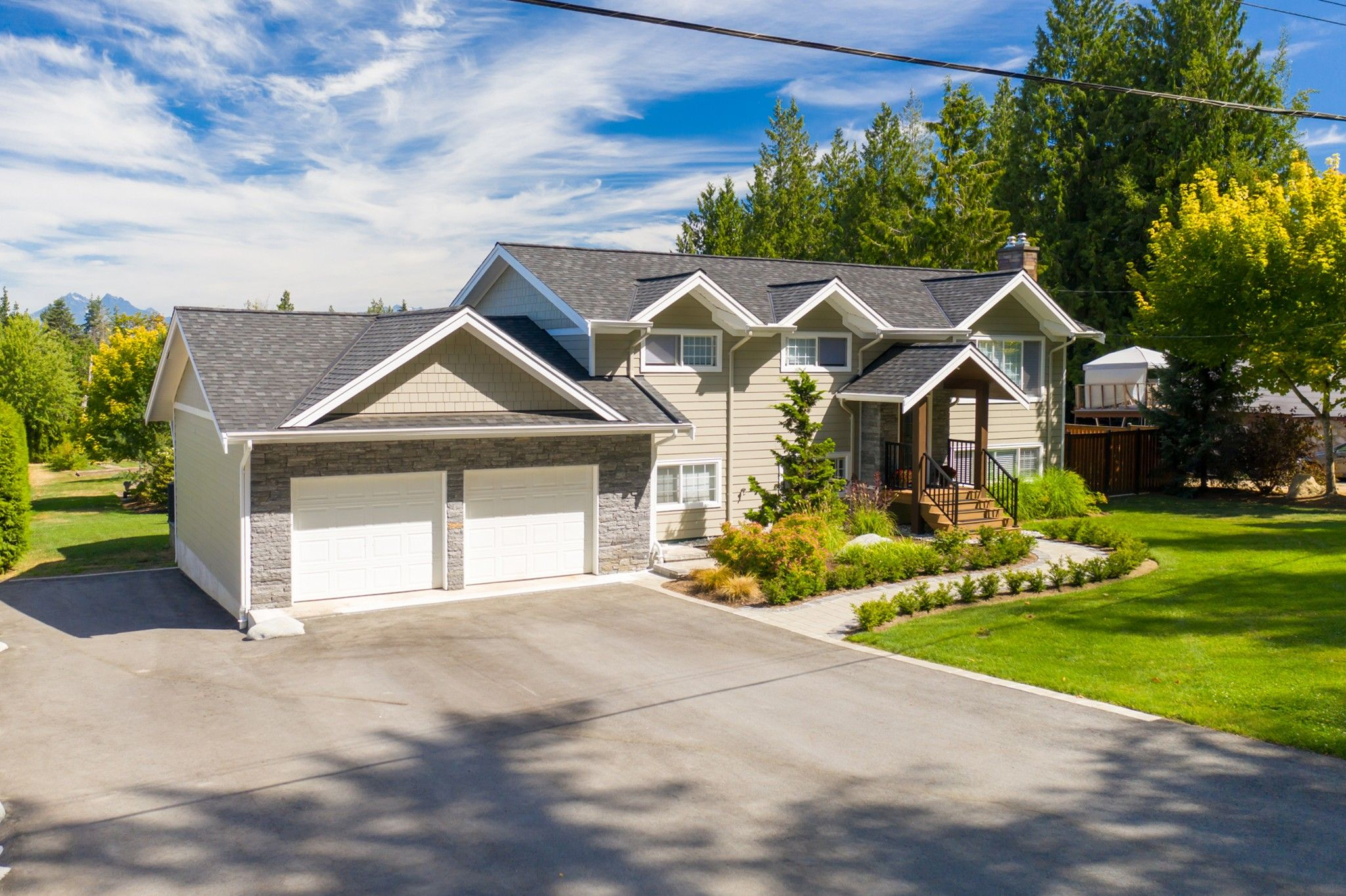 """Main Photo: 24861 40 Avenue in Langley: Salmon River House for sale in """"Salmon River"""" : MLS®# R2604606"""
