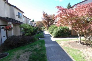 Photo 3: 13 230 W 14TH STREET in North Vancouver: Central Lonsdale Townhouse for sale : MLS®# R2110491