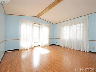 Photo 2: 61 1555 Middle Rd in VICTORIA: VR Glentana Manufactured Home for sale (View Royal)  : MLS®# 756727