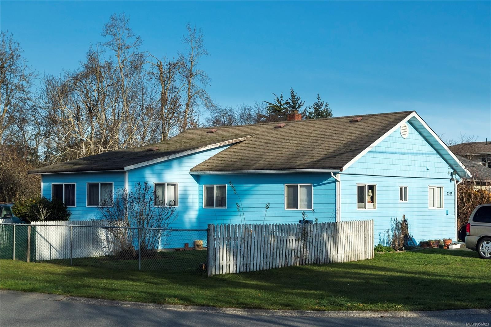 Main Photo: 2286 Amelia Ave in : Si Sidney North-East House for sale (Sidney)  : MLS®# 856023
