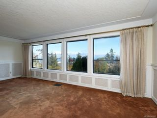 Photo 2: 4931 Lochside Dr in Saanich: SE Cordova Bay House for sale (Saanich East)  : MLS®# 834387