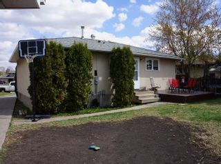 Photo 25: 218 HOMESTEAD Crescent in Edmonton: Zone 35 House for sale : MLS®# E4242279