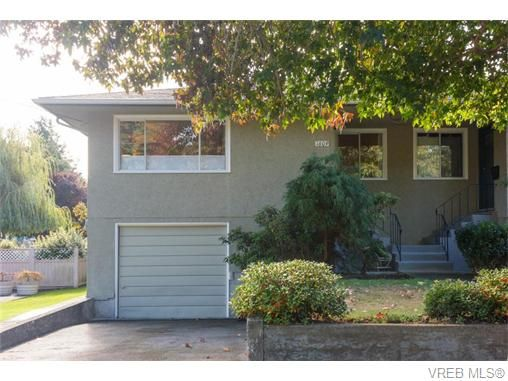 Main Photo: 1609 Chandler Ave in VICTORIA: Vi Fairfield East Half Duplex for sale (Victoria)  : MLS®# 744079