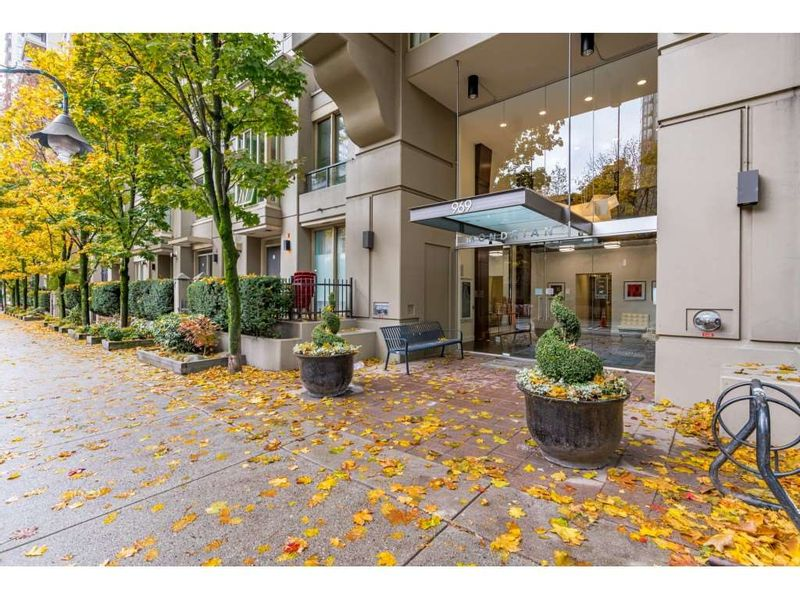 FEATURED LISTING: 505 - 969 RICHARDS Street Vancouver