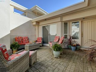 Photo 1: 14 881 Nicholson St in VICTORIA: SE High Quadra Row/Townhouse for sale (Saanich East)  : MLS®# 807233