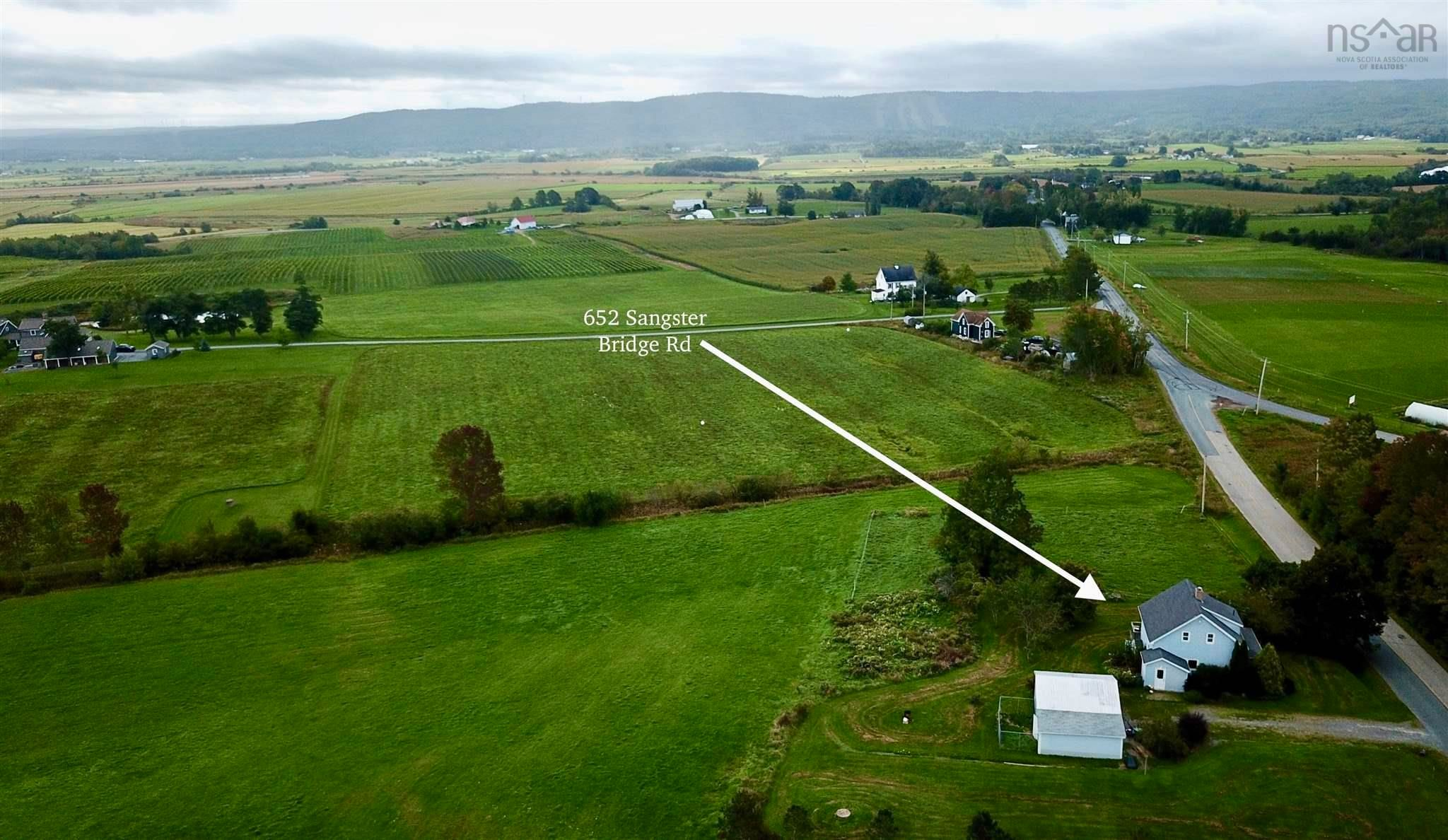 Main Photo: 652 SANGSTER BRIDGE Road in Upper Falmouth: 403-Hants County Residential for sale (Annapolis Valley)  : MLS®# 202124521