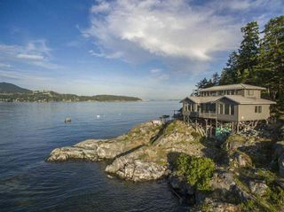 "Photo 3: 21 - 22 PASSAGE Island in West Vancouver: Howe Sound House for sale in ""PASSAGE ISLAND"" : MLS®# R2412224"
