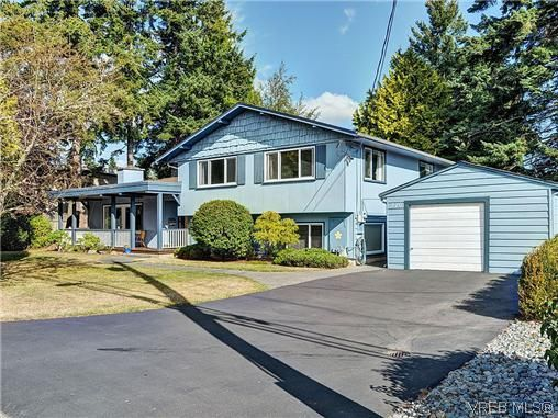 Main Photo: 770 Claremont Avenue in VICTORIA: SE Cordova Bay Residential for sale (Saanich East)  : MLS®# 318618