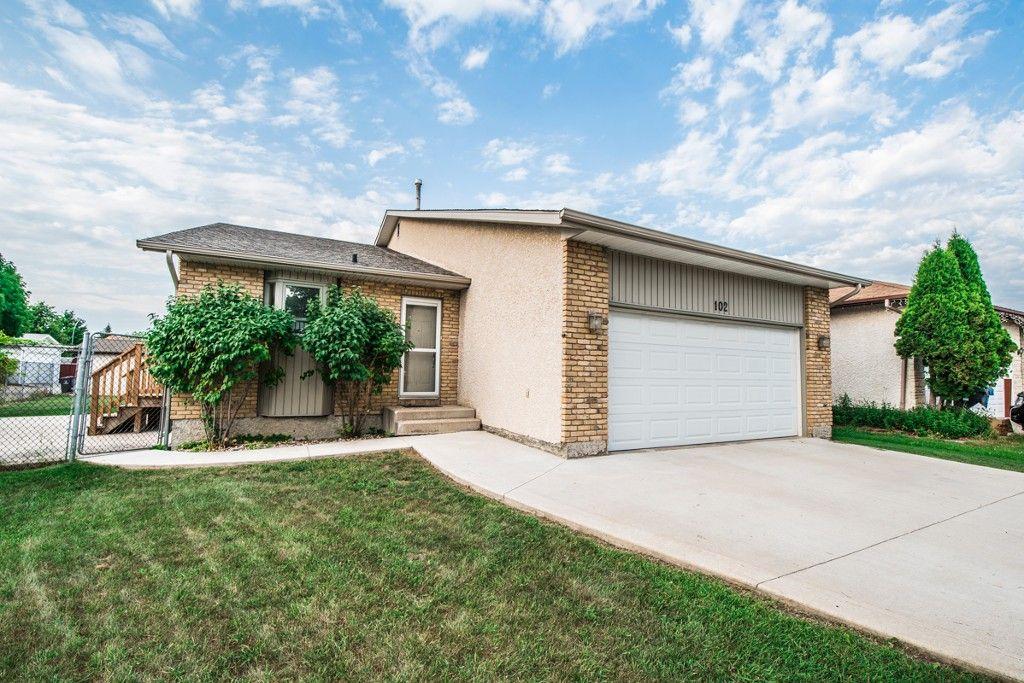 Main Photo: 102 Mount Auburn Bay in Winnipeg: Meadows West Single Family Detached for sale (4L)  : MLS®# 1718328