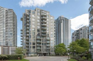 "Photo 3: PH3 828 AGNES Street in New Westminster: Downtown NW Condo for sale in ""WESTMINSTER TOWERS"" : MLS®# R2361810"