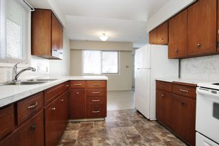 Photo 11: 8520 HOWARD Crescent in Chilliwack: Chilliwack E Young-Yale Duplex for sale : MLS®# R2532277