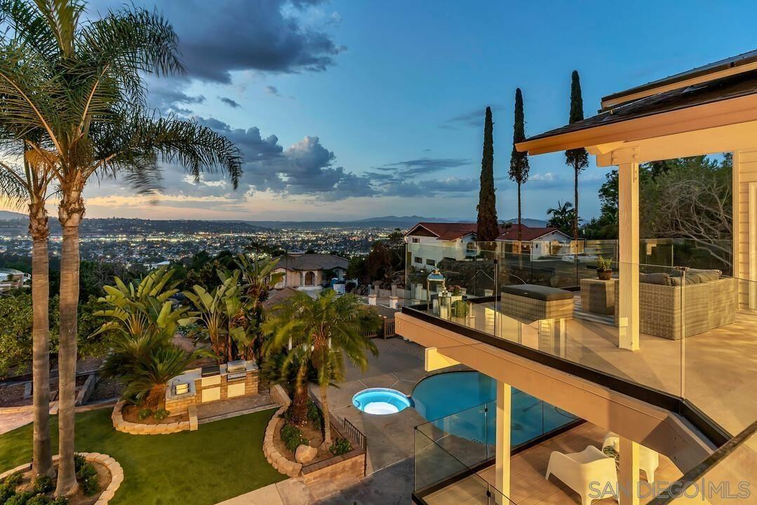 Main Photo: MOUNT HELIX House for sale : 6 bedrooms : 5150 Alzeda Drive in La Mesa