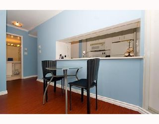 """Photo 5: 1104 438 SEYMOUR Street in Vancouver: Downtown VW Condo for sale in """"CONFERENCE PLAZA"""" (Vancouver West)  : MLS®# V776093"""