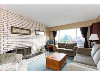 "Photo 2: 5243 57A Street in Ladner: Hawthorne 1/2 Duplex for sale in ""HAWTHORNE"" : MLS®# V984688"