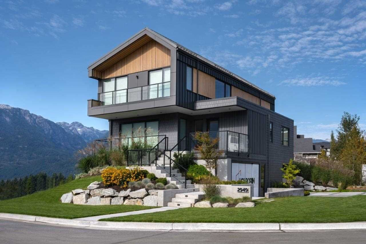 Main Photo: 2943 HUCKLEBERRY Drive in Squamish: University Highlands House for sale : MLS®# R2534724