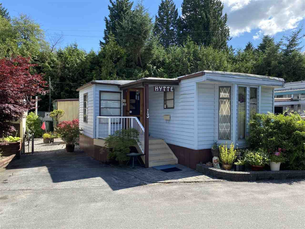 """Main Photo: 13 4200 DEWDNEY TRUNK Road in Coquitlam: Ranch Park Manufactured Home for sale in """"HIDEAWAY PARK"""" : MLS®# R2475292"""