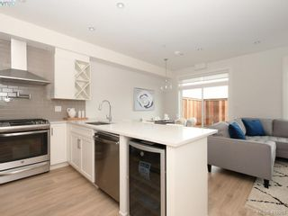 Photo 6: 13 Avanti Pl in VICTORIA: VR Hospital Row/Townhouse for sale (View Royal)  : MLS®# 829808