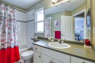 """Photo 19: 18468 66A Avenue in Surrey: Cloverdale BC House for sale in """"HEARTLAND"""" (Cloverdale)  : MLS®# R2476706"""