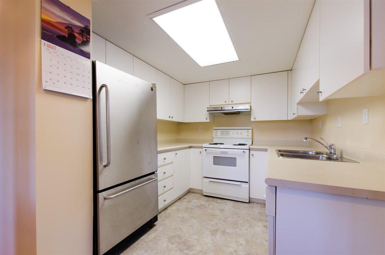 Photo 5: Photos: 304 10082 148 STREET in Surrey: Guildford Condo for sale (North Surrey)  : MLS®# R2152962
