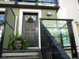 """Photo 2: 80 728 W 14TH Street in North Vancouver: Hamilton Townhouse for sale in """"NOMA"""" : MLS®# R2325413"""