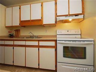Photo 7: 101 1050 Park Blvd in VICTORIA: Vi Fairfield West Condo for sale (Victoria)  : MLS®# 570311