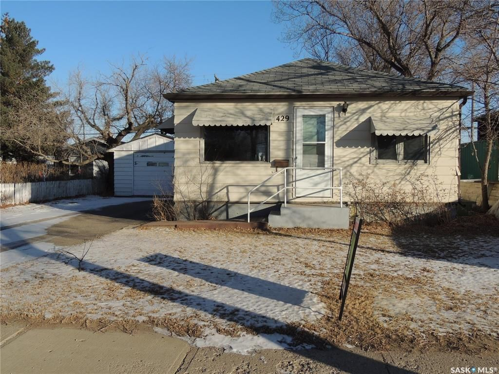 Main Photo: 429 4th Street in Estevan: Eastend Residential for sale : MLS®# SK838336