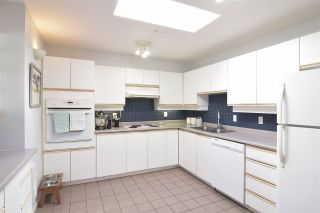 """Photo 10: 402 4688 W 10TH Avenue in Vancouver: Point Grey Condo for sale in """"WEST TENTH COURT"""" (Vancouver West)  : MLS®# R2556561"""