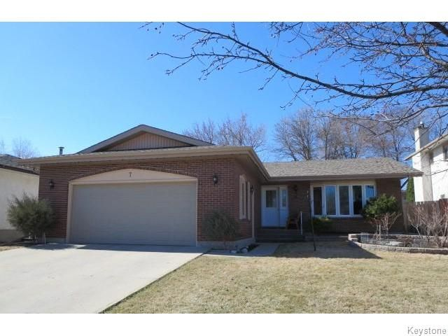 Welcome to 7 Willart Place featuring 1332 sq.ft. Newer Shingles, Soffit, Fascia, Eavestroughts & Tri-Pane Windows throughout