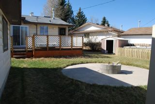 Photo 3: 3320 Doverthorn Way SE in Calgary: Dover Detached for sale : MLS®# A1095790