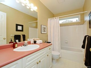 Photo 14: 4001 Santa Rosa Pl in VICTORIA: SW Strawberry Vale House for sale (Saanich West)  : MLS®# 780186
