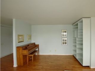 """Photo 7: 408 1445 MARPOLE Avenue in Vancouver: Fairview VW Condo for sale in """"HYCROFT TOWERS"""" (Vancouver West)  : MLS®# R2047974"""