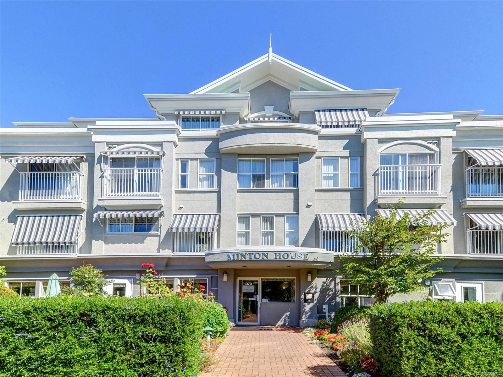 Main Photo: 302 1070 Southgate St in : Vi Fairfield West Condo for sale (Victoria)  : MLS®# 851621