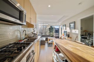 "Photo 15: 907 38 W 1ST Avenue in Vancouver: False Creek Condo for sale in ""The One"" (Vancouver West)  : MLS®# R2552477"
