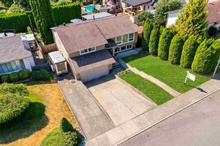 """Photo 2: 3747 SANDY HILL Crescent in Abbotsford: Abbotsford East House for sale in """"Sandy Hill"""" : MLS®# R2601199"""