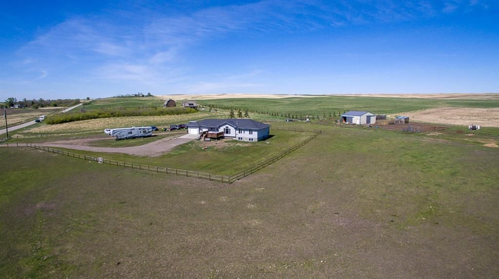 4.99 acres with stunning views, ready for your horses!