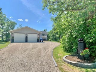 Photo 2: 214 Campbell Avenue West in Dauphin: Dauphin Beach Residential for sale (R30 - Dauphin and Area)  : MLS®# 202115875