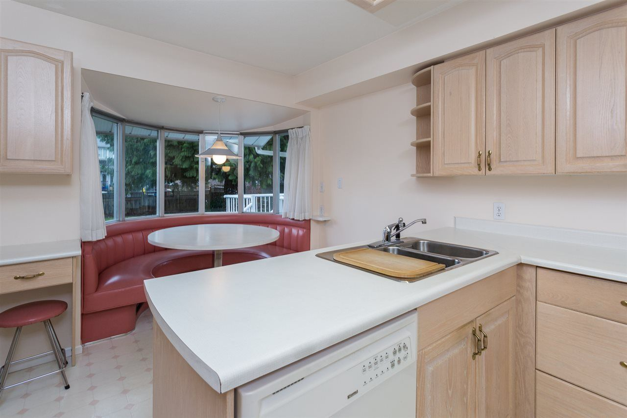 Photo 9: Photos: 1100 GROVER Avenue in Coquitlam: Central Coquitlam House for sale : MLS®# R2047034