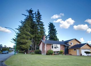 Photo 3: 2022 PAULUS Crescent in Burnaby: Montecito House for sale (Burnaby North)  : MLS®# R2590860