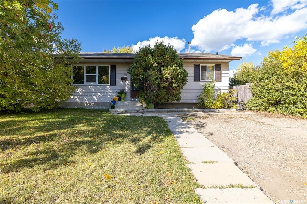 Main Photo: 206 Michener Crescent in Saskatoon: Pacific Heights Residential for sale : MLS®# SK870716