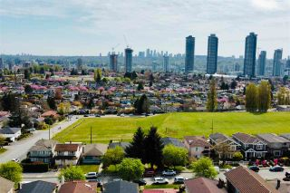 """Photo 2: 4760 UNION Street in Burnaby: Brentwood Park House for sale in """"Willingdon - Burnaby Heights"""" (Burnaby North)  : MLS®# R2578570"""