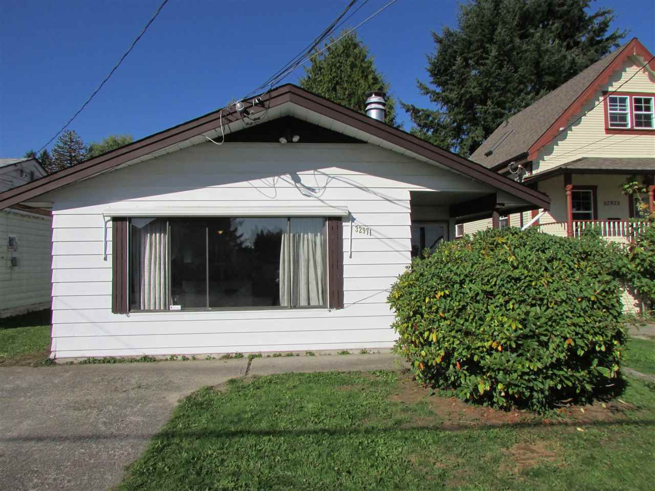 Main Photo: 32971 2ND Avenue in Mission: Mission BC House for sale : MLS®# R2005298