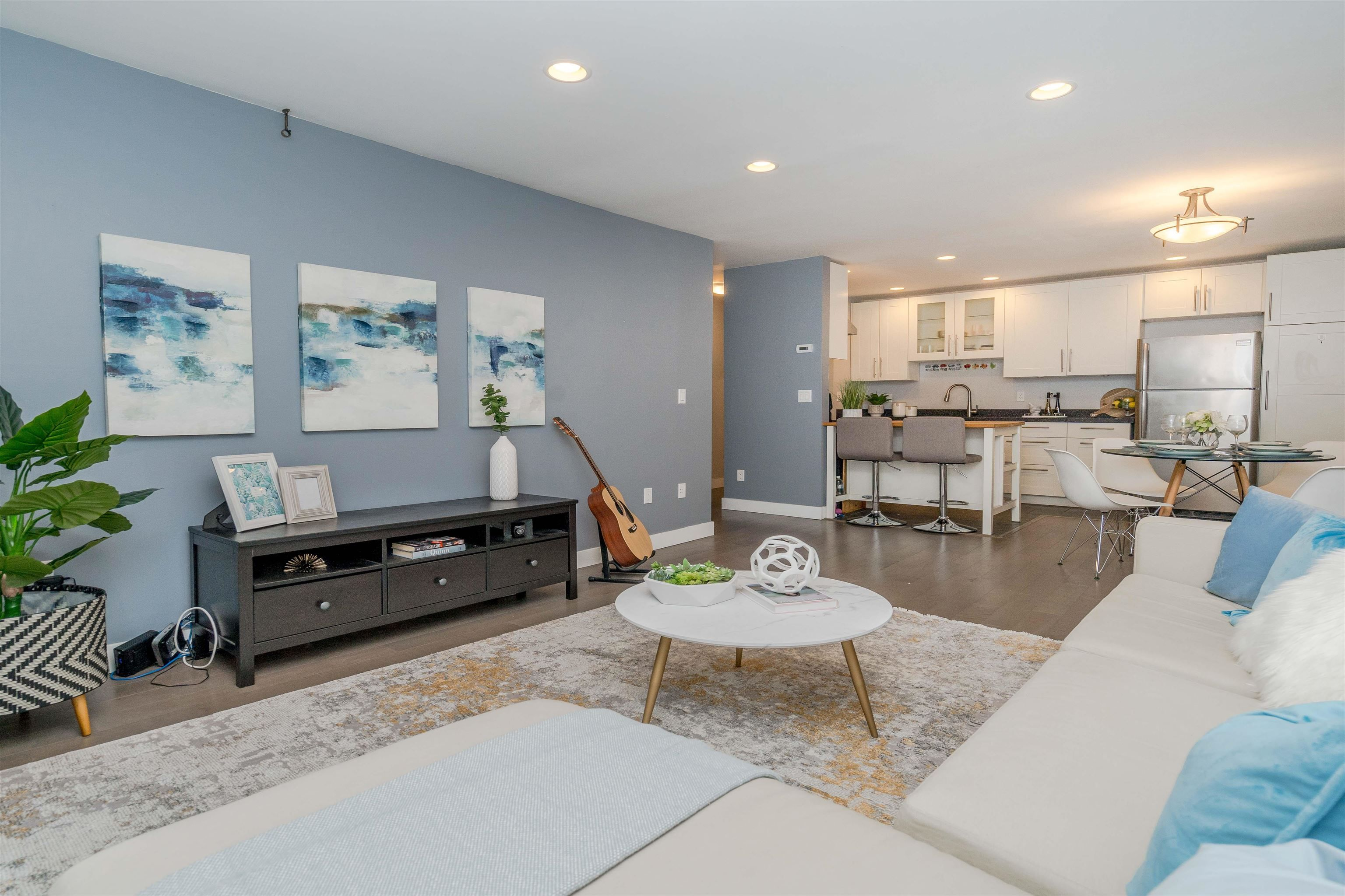 """Main Photo: 104 2935 SPRUCE Street in Vancouver: Fairview VW Condo for sale in """"Landmark Caesar"""" (Vancouver West)  : MLS®# R2609683"""